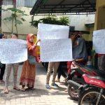 Masyarakat Lingkungan 7 Demo Kantor Lurah Sei Mati