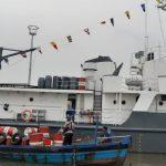 Teks Foto : Kapal kayu bermuatan 28 drum limbah beracun B3 saat disandarkan di dermaga Dit Polairud Poldasu di Belawan