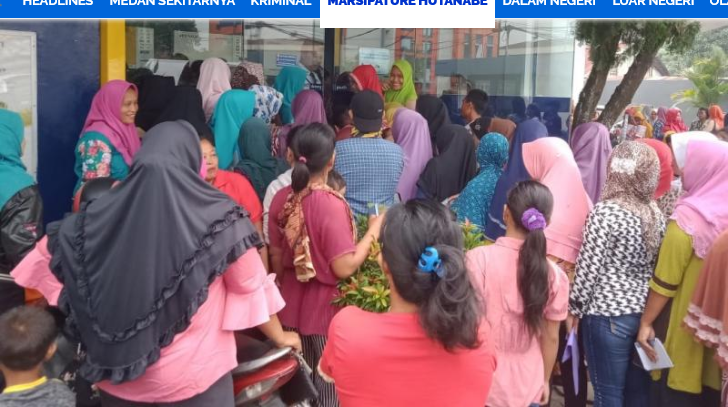 Ratusan Warga Datangi ATM Bank Mandiri