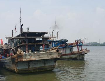 Diduga Tangkap Ikan Tanpa Izin, Dua Kapal Pukat Diamankan