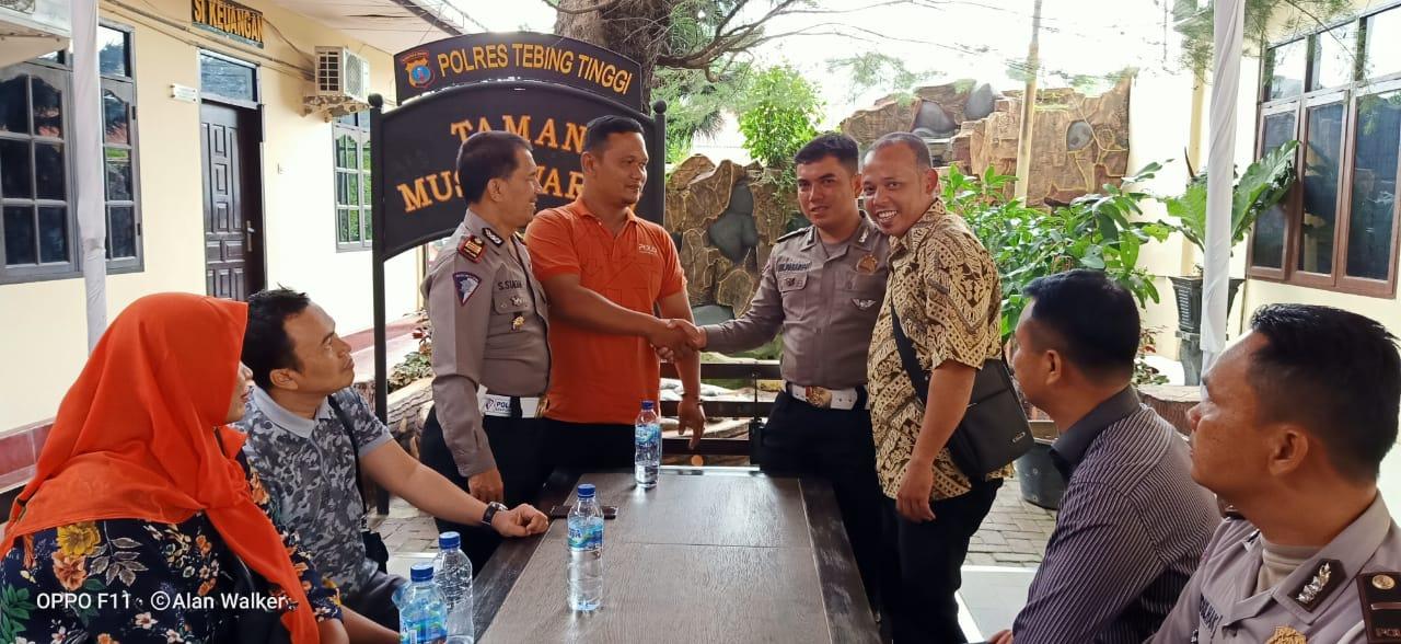Gegara Sirene, Angota Polantas Polres Tebingtinggi Diduga Pukul Supir Ambulance