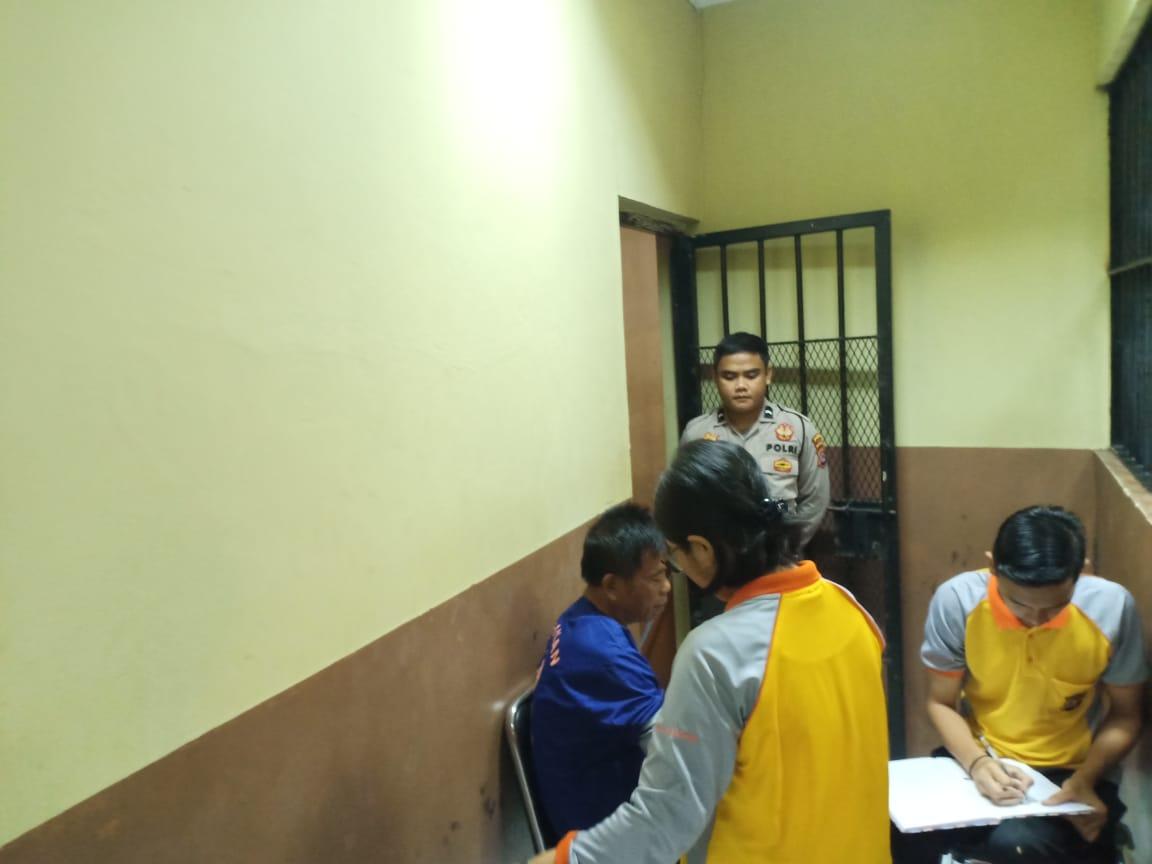 Pastikan Kondisi Sehat, Biddokes Polda Banten Periksa Kesehatan Para Tahanan