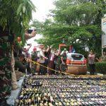 Polda Banten Musnahkan 33.168 Botol Miras