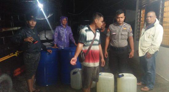 Amankan Jerigen Berisi Ratusan Liter Tuak
