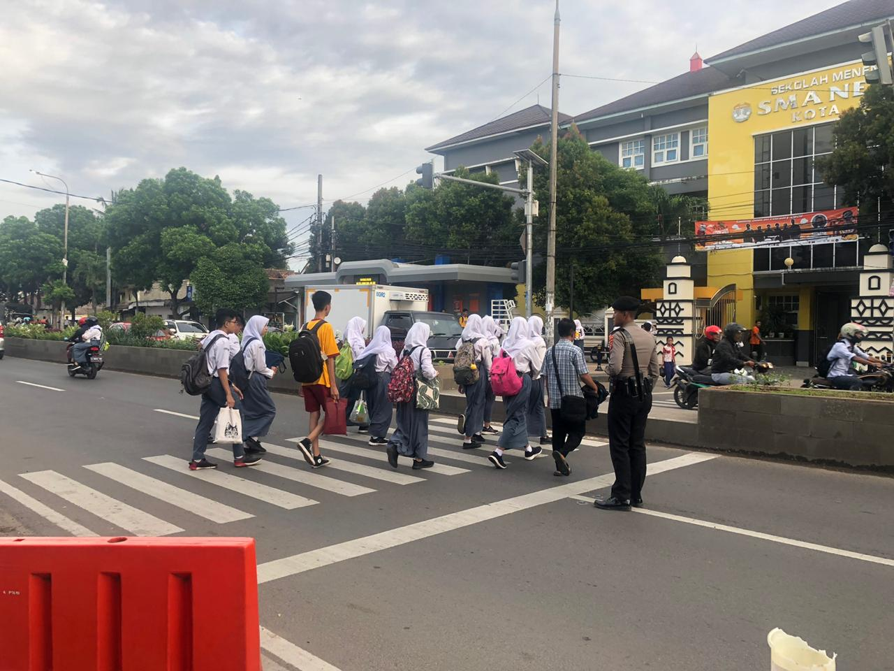 Ditsamapta Polda Banten Rutin Pengaturan Lalu Lintas Pagi