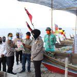 Kapolres Sergai Serahkan 100 Paket Sembako dan 100 Masker
