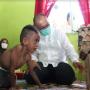 Kunjungi Anak Penderita Kelainan Fisik