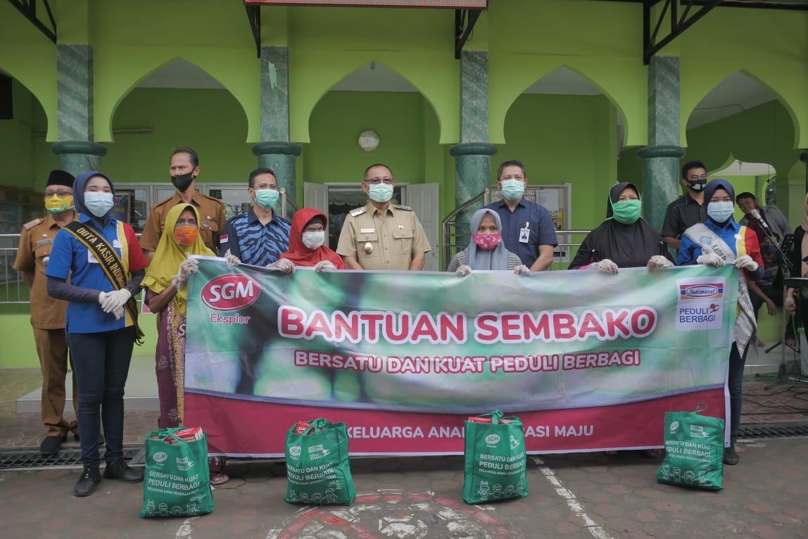 Akhyar Bagikan 300 Paket CSR Indomaret & PT Sari Husada Kepada Warga Tanjung Mulia