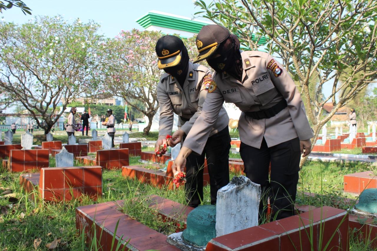 Polwan Polda Banten gelar Upacara Ziarah Ke Makam Pahlawan