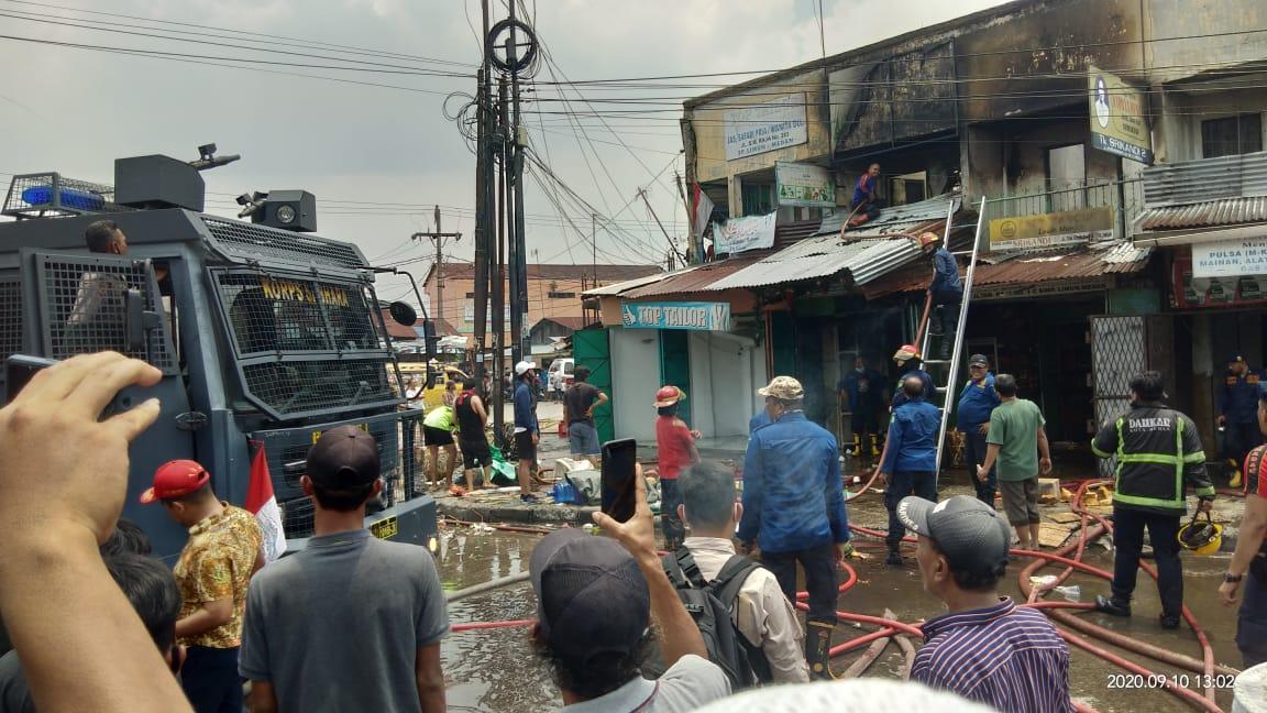 6 Unit Ruko di Simpang Limun Medan Hangus Terbakar