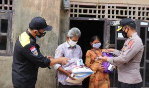 Polda Banten Bagikan Masker