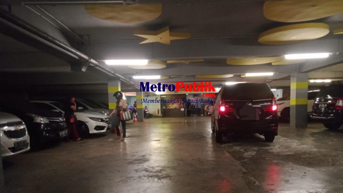 Lokasi Parkiran menuju pintu masuk Grand Station.