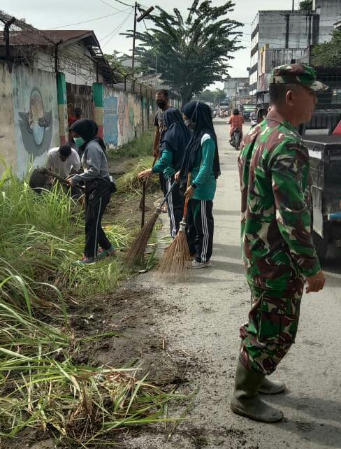 Jumat Bersih, Camat Kisaran Barat Pimpin Gotong Royong Massal