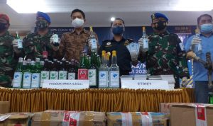 Pemilik & Bahan Produksi Diamankan, Bea Cukai Gerebek Pabrik Miras Ilegal