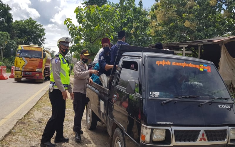 Cegah Kerumunan, Satgas Covid-19 Polda Banten Putar Balikkan Massa Ormas