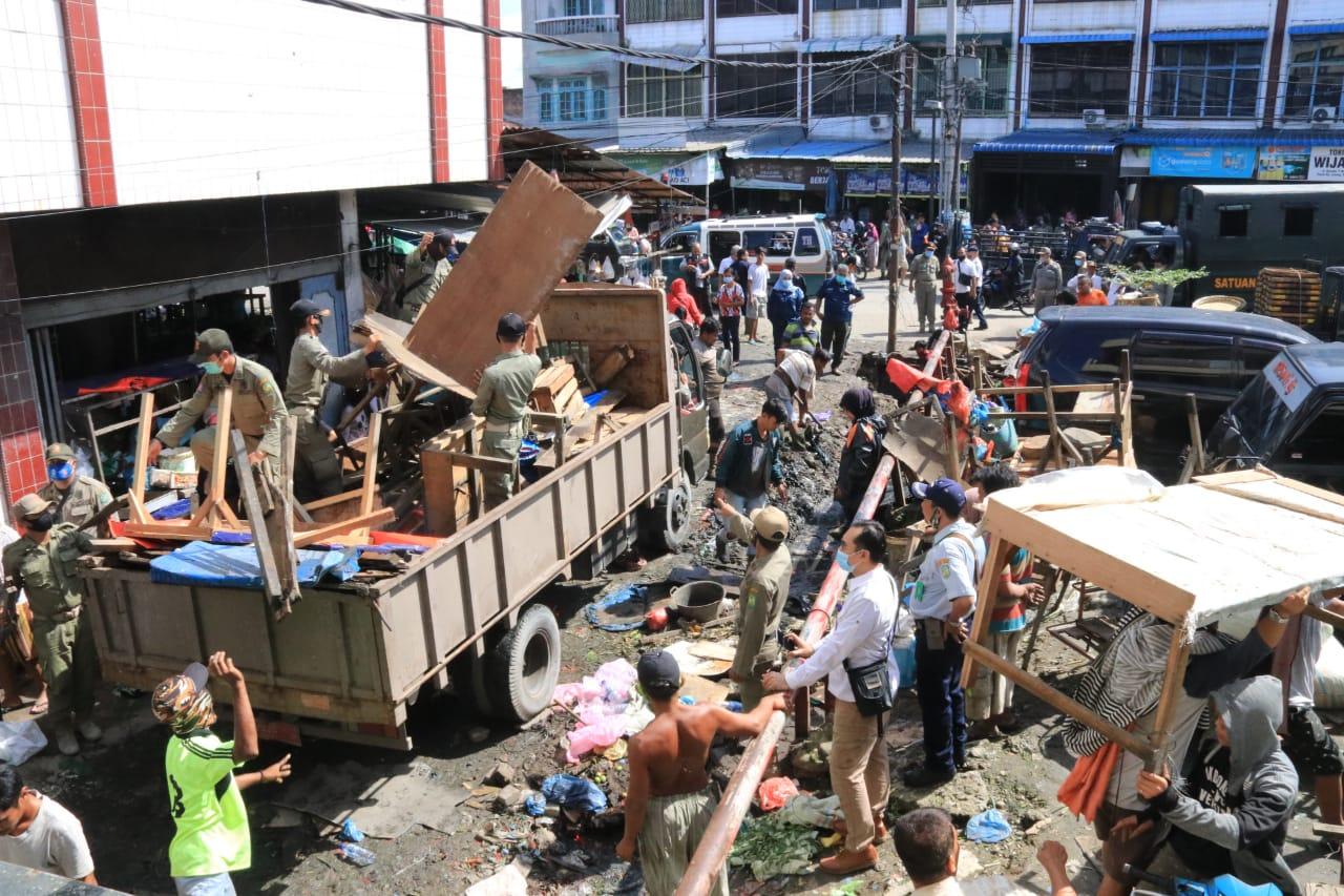 Pemko Medan Tertibkan PK5 di Pasar Kampung Lalang