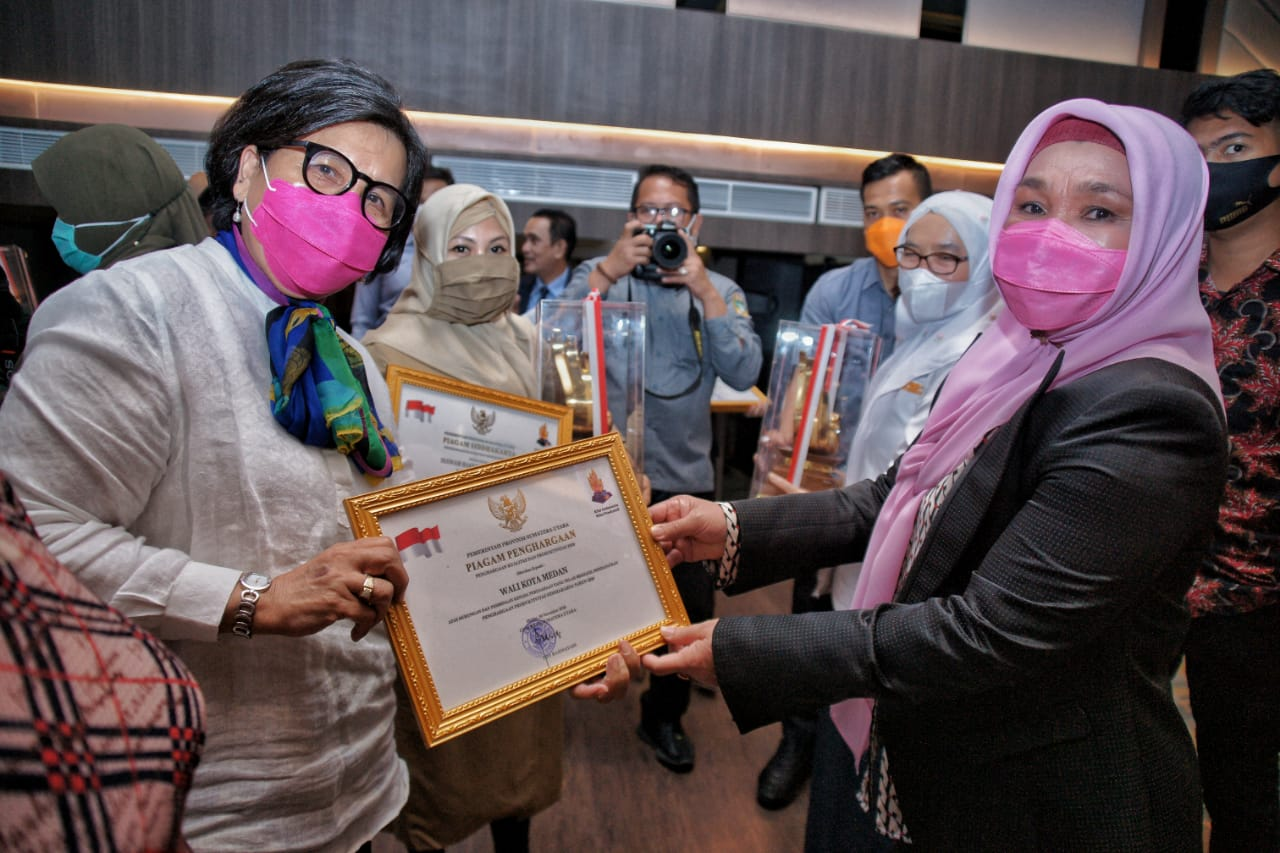 Pjs Wali Kota Mendapat Piagam Penghargaan Produktivitas Siddhakarya Tahun 2020