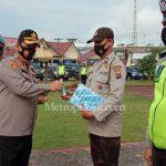 Kapolres Batubara Bagikan Masker dan Hand Sanitizer kepada Personil