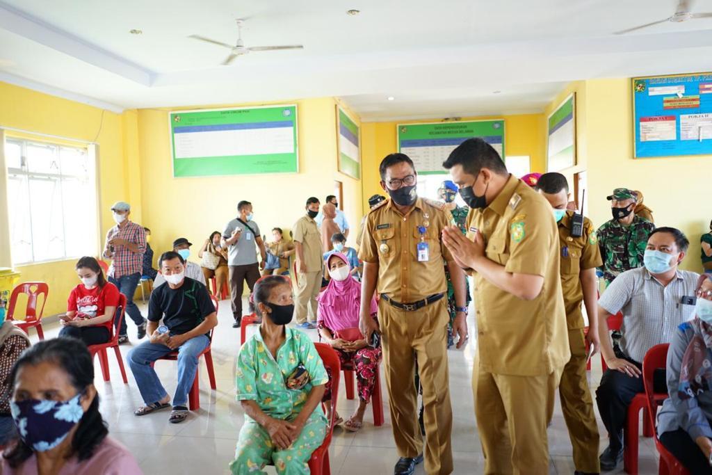 Bobby Nasution Tinjau Vaksinasi Khusus Lansia di Medan Tuntungan dan Belawan