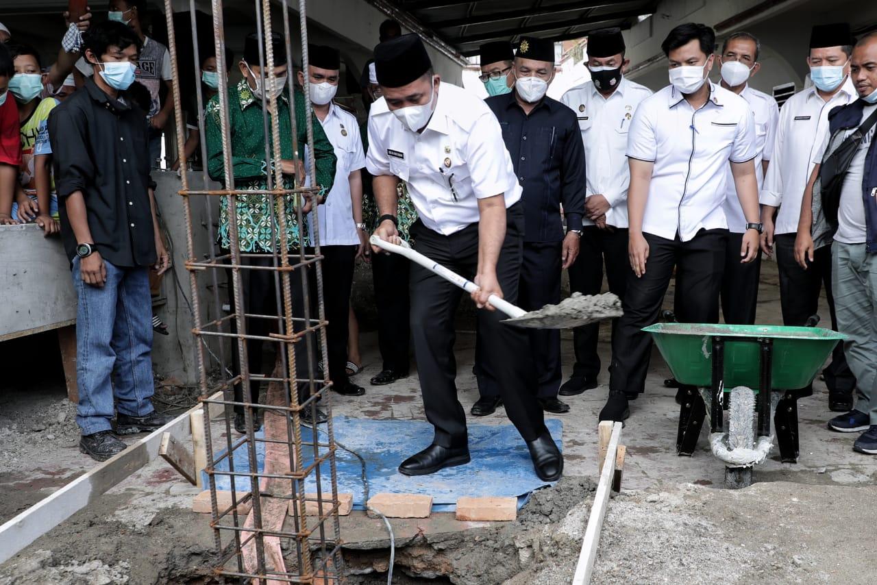 Aulia Rachman Letakkan Batu Pertama di Masjid Taqwa Jalan Bilal