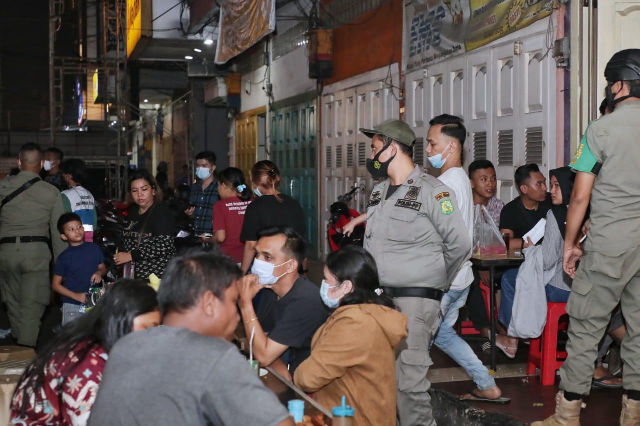 Patroli PPKM Mikro Pastikan Warga Medan Semakin Sadar Prokes