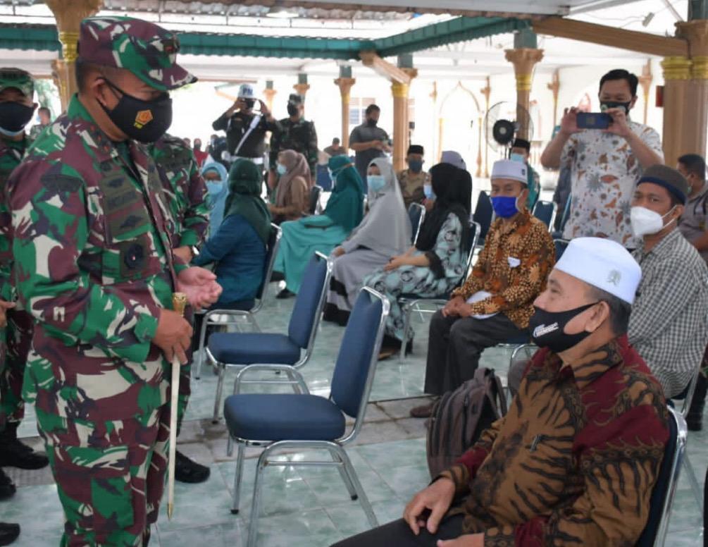 Cegah Laju Covid-19, Pangdam I/BB Tinjau Vaksinasi TNI Dosis ke II kepada Masyarakat