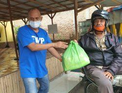 FWP & Bhineka Grup Berbagi Sembako kepada Abang Becak