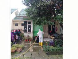Poldasu Semprot Cairan Desinfektan di Kawasan Padat Penduduk