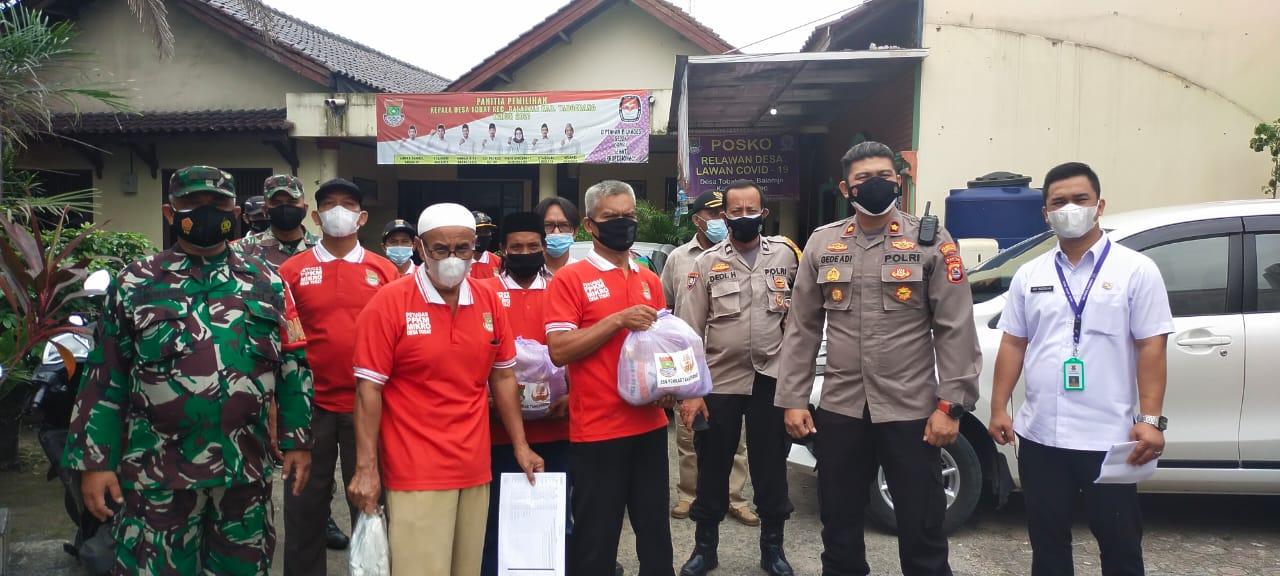 Polsek Balaraja Optimalkan Potmas Salurkan Bantuan Sembako di Desa Tobat