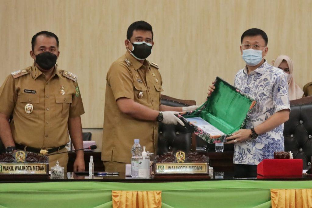 Wali Kota Sampaikan Nota Pengantar Ranperda Tentang Penetapan Zonasi Aktifitas PKL