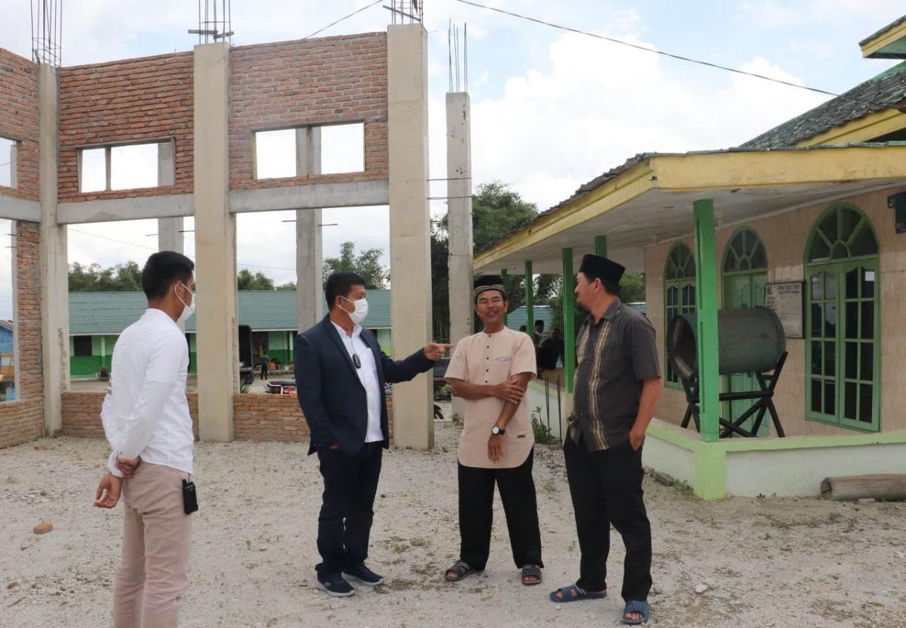 Bupati Simalungun Berikan Bantuan 100 Sak Semen ke Masjid Wahyu