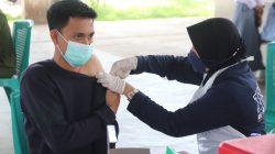 Polda Banten dan Akabri 99 Vaksin 730 Santri di Baros